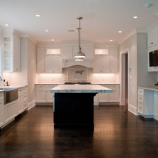 Traditional Kitchen by Elayan Construction Services