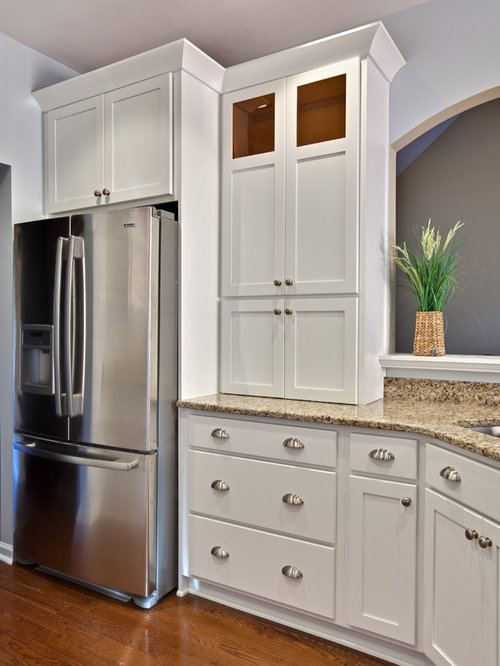 Kitchen crown molding houzz for White kitchen cabinets with crown molding