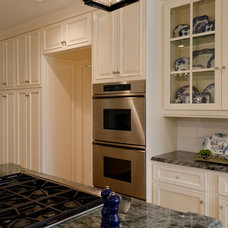 Traditional Kitchen by Ornamentations Design