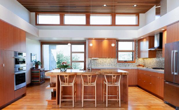 Contemporary Kitchen by Karen Smuland Architect, LLC