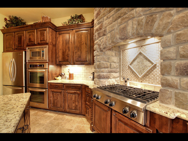 Traditional Kitchen by Lambert Homes Inc.