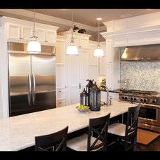 Traditional Kitchen by Homes of Distinction, Inc.
