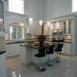 Traditional kitchen designs - Elegant kitchen photo in Montreal