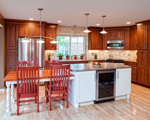 Mid Sized Traditional Eat In Kitchen Designs   Example Of A Mid Sized