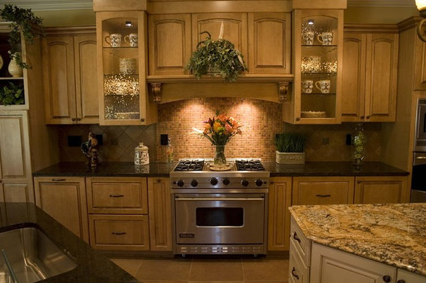 Mediterranean Kitchen by Otero Signature Homes