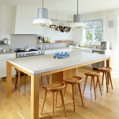 Kitchen - coastal kitchen idea in New York