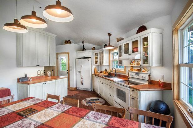Farmhouse Kitchen by Authenticity, LLC