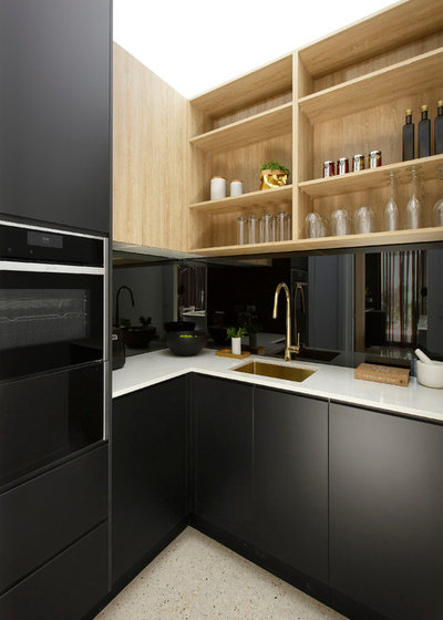 Modern Kitchen by Freedom Kitchens