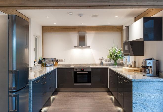 Современный Кухня by Carpenter Oak Ltd