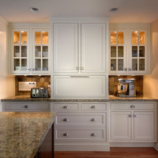 Traditional Kitchen by Tara Bushby