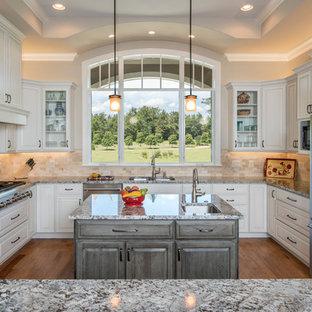 他の地域のトラディショナルスタイルのおしゃれなキッチンの写真