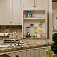 Traditional Kitchen by Morning Star Builders LTD