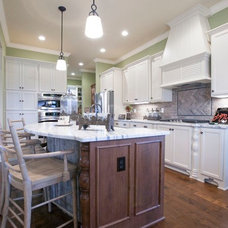Traditional Kitchen by Prestige Builders Inc.