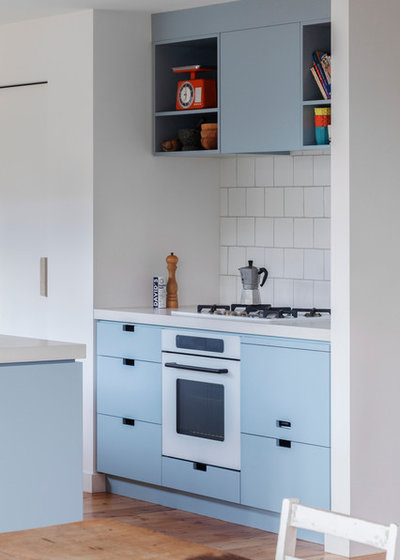Contemporary Kitchen by Poly Studio