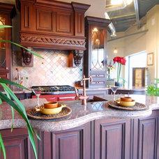 Traditional Kitchen by Nava Slavin