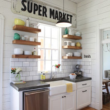 Farmhouse Kitchen by Magnolia Homes