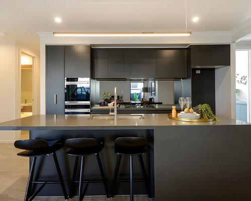 Cucina moderna con ante marroni foto e idee per ristrutturare e