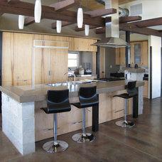 Modern Kitchen by Gravitas, Inc.