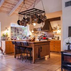 Traditional Kitchen by Arteferro ltd