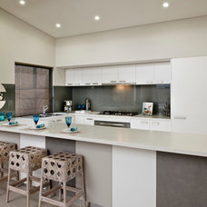 Modern Kitchen by THE RURAL BUILDING COMPANY