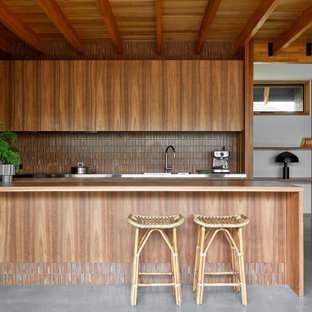Design ideas for a midcentury kitchen in Melbourne.