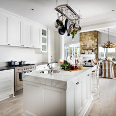 Beach Style Kitchen by Webb & Brown-Neaves