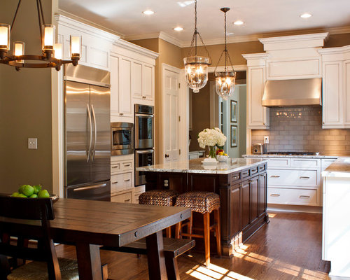 Traditional eat-in kitchen pictures - Example of a classic l-shaped eat-