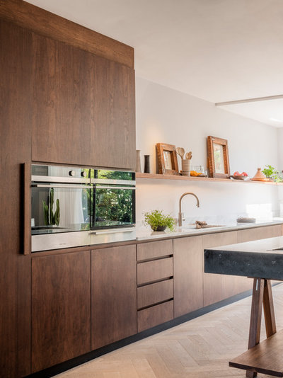 Contemporary Kitchen by Naked Kitchens