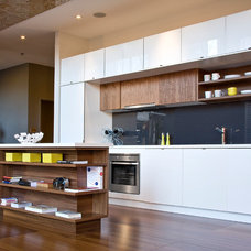 Modern Kitchen by AyA Kitchens and Baths