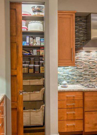 Современная классика Кухня by Living Stone Design + Build