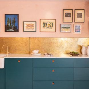 Ispirazione per una cucina design con ante lisce, ante blu e top bianco