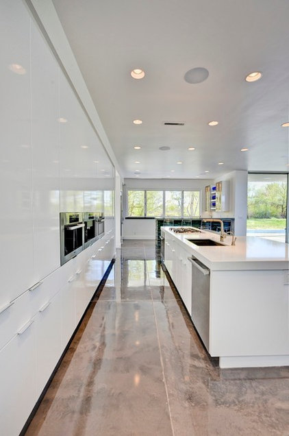 Contemporary Kitchen by Tradewinds General Contracting, Inc.