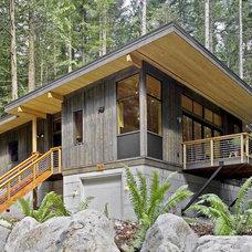 Modern Kitchen by Method Homes