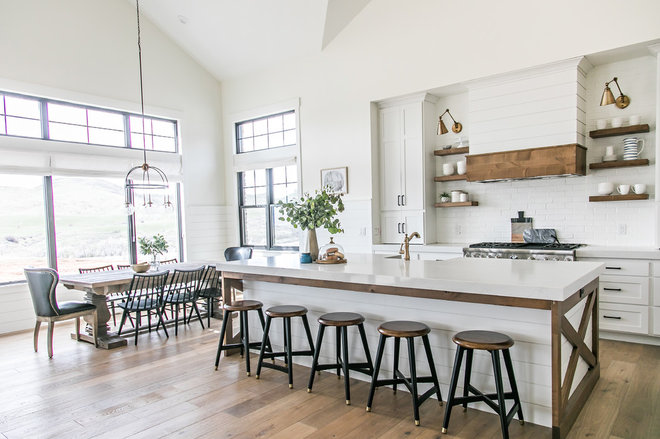 Farmhouse Kitchen by Habitations Residential Design Group