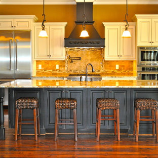 Traditional kitchen inspiration - Inspiration for a timeless kitchen remodel in Birmingham with stainless steel appliances