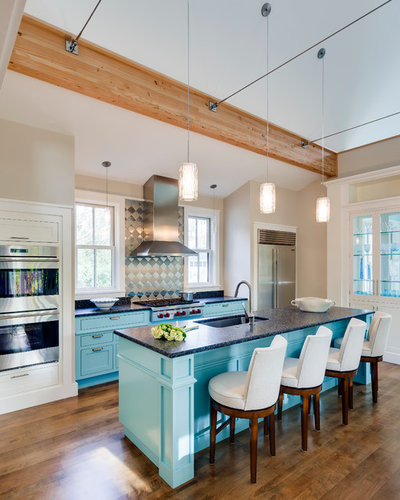 Traditional Kitchen by Phi Builders + Architects