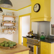 Farmhouse Kitchen by Rafe Churchill: Traditional Houses