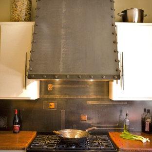 Exemple d'une cuisine tendance avec un plan de travail en cuivre.