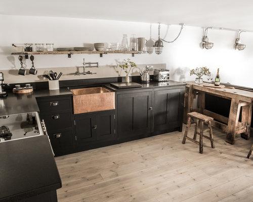 Petite cuisine avec une cr dence en carreau de ciment for Credence cuisine carreau ciment
