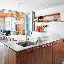 Contemporary Kitchen by elaine richardson architect