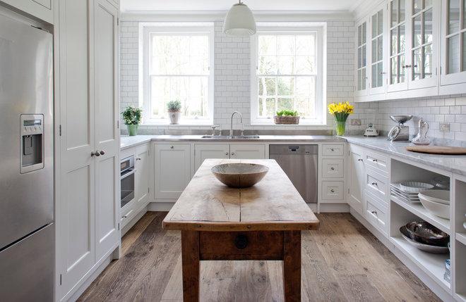 Traditional Kitchen by Stephen Graver Ltd