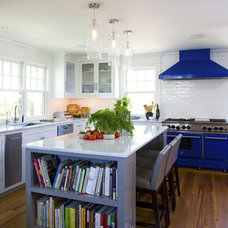 Beach Style Kitchen by Siemasko + Verbridge