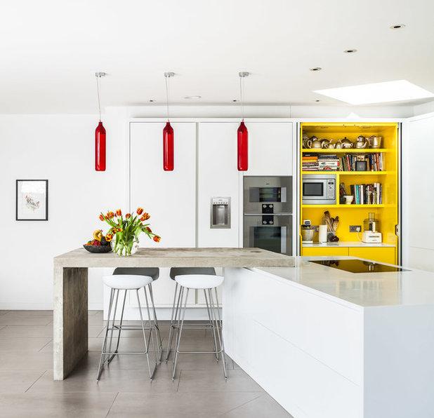 Contemporary Kök by E2 Architecture + Interiors Ltd