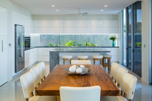 Contemporary Kitchen by Julianne McAlloon Architects