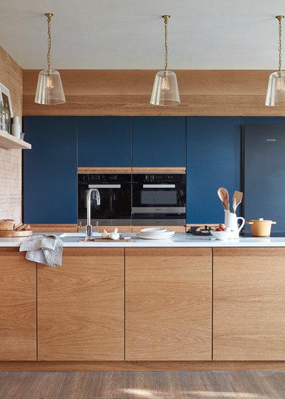 コンテンポラリー キッチン by Naked Kitchens