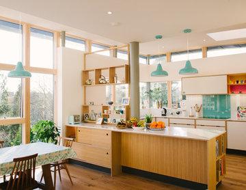 The Potters: Open Plan Oak Veneer & White/Pink Laminate Plywood Kitchen