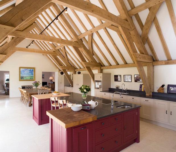 11 consigli per illuminare un soffitto con travi di legno a vista - Illuminazione cucina consigli ...