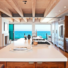 Contemporary Kitchen by FITUCCI CUSTOM CABINETS