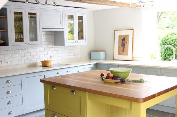 Traditional Kitchen by Lacy-Hulbert Interiors Ltd