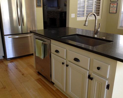 benjamin moore tapestry beige cabinets home design ideas. Black Bedroom Furniture Sets. Home Design Ideas